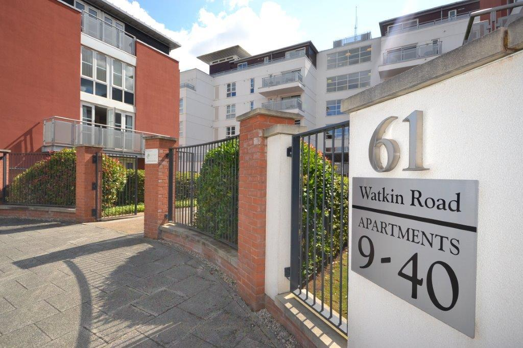 3 Bedrooms Flat for sale in Freemans Meadow